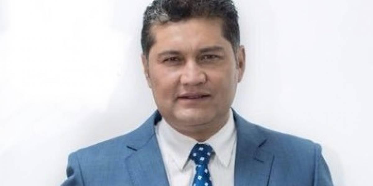 Periodista de Teleamazonas, Freddy Paredes, recibió un impacto de piedra en la cabeza