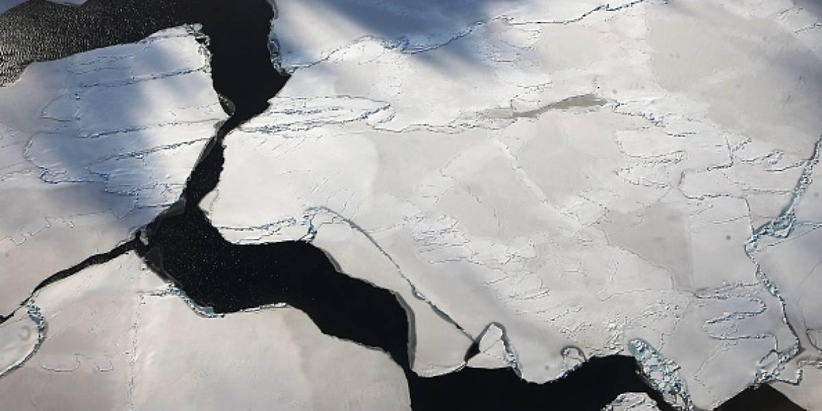 """El riesgo que se esconde bajo la Antártica: detallan los devastadores efectos de los """"ríos"""" de agua tibia en las plataformas glaciares"""