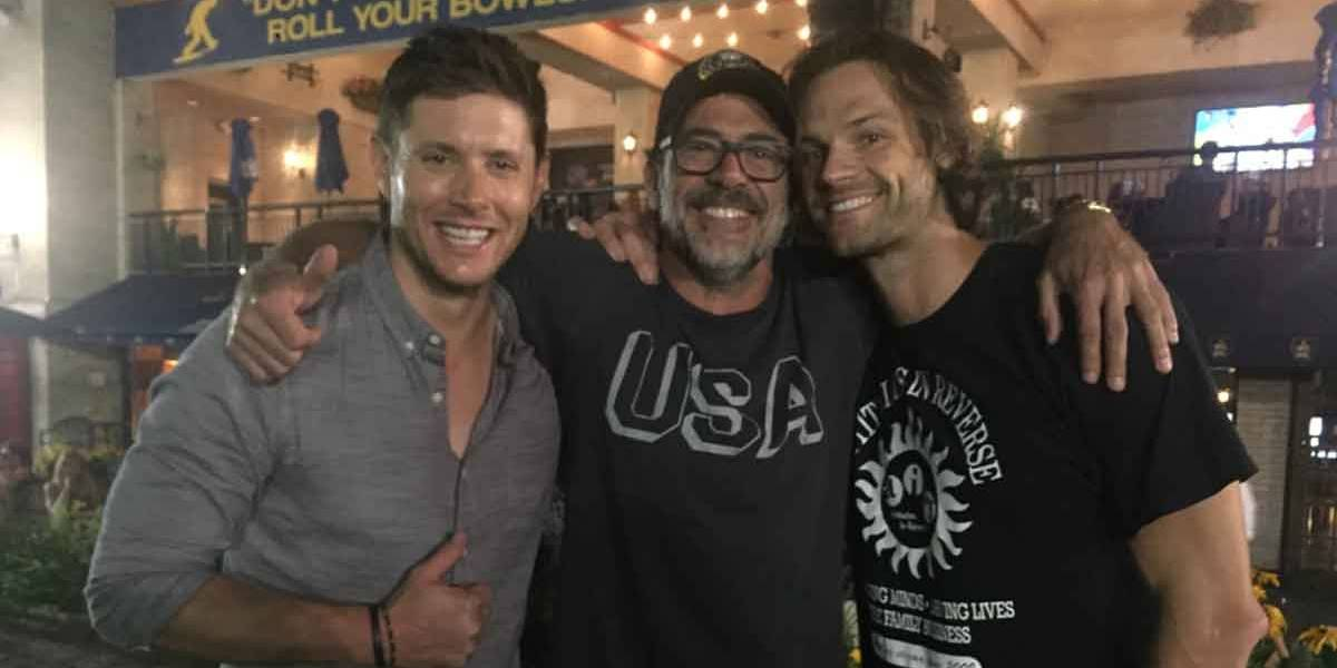 Supernatural: Jensen Ackles, Jared Padalecki e Jeffrey Dean Morgan fazem tatuagem juntos