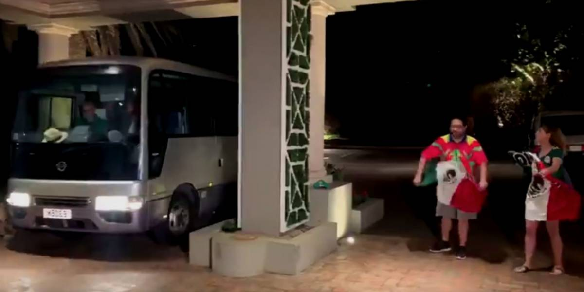 VIDEO: Jugadores del Tri ignoran a par de aficionados en Bermudas