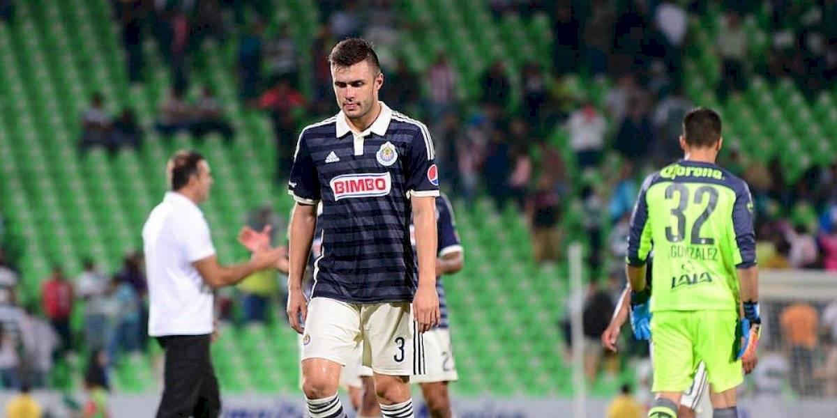 Ex jugador de Chivas fractura a rival en España