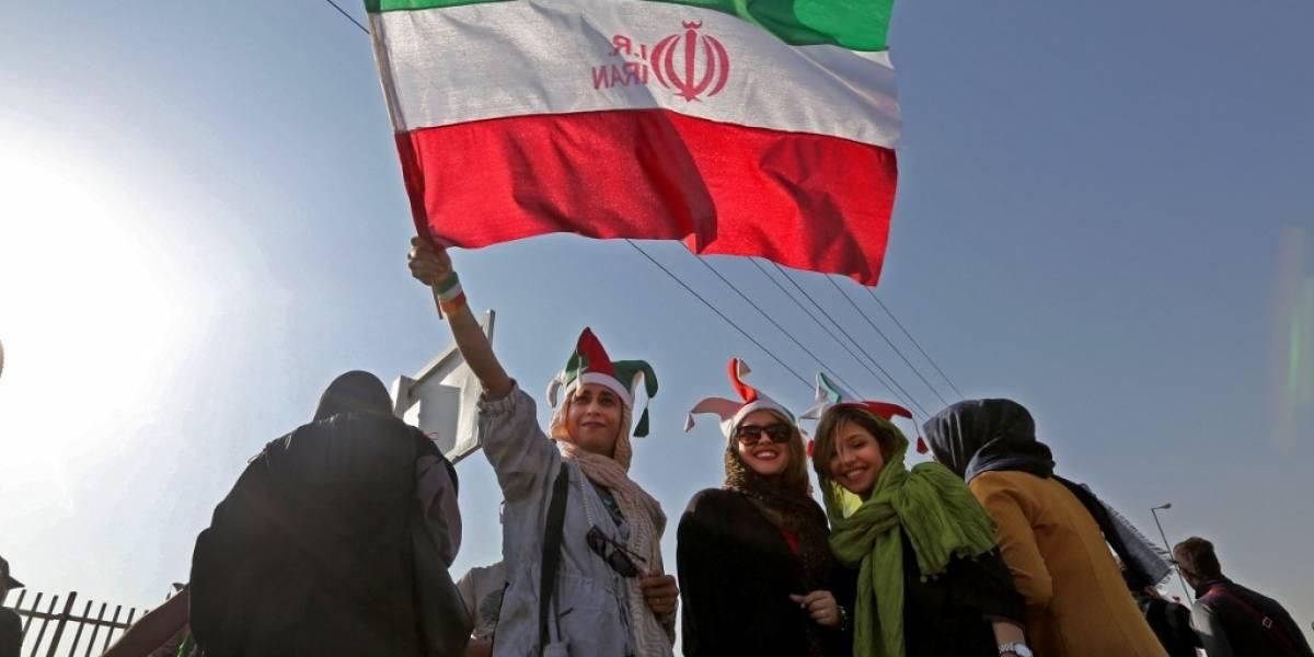¡Histórico! 40 años después, las mujeres vuelven a entrar en un estadio en Irán