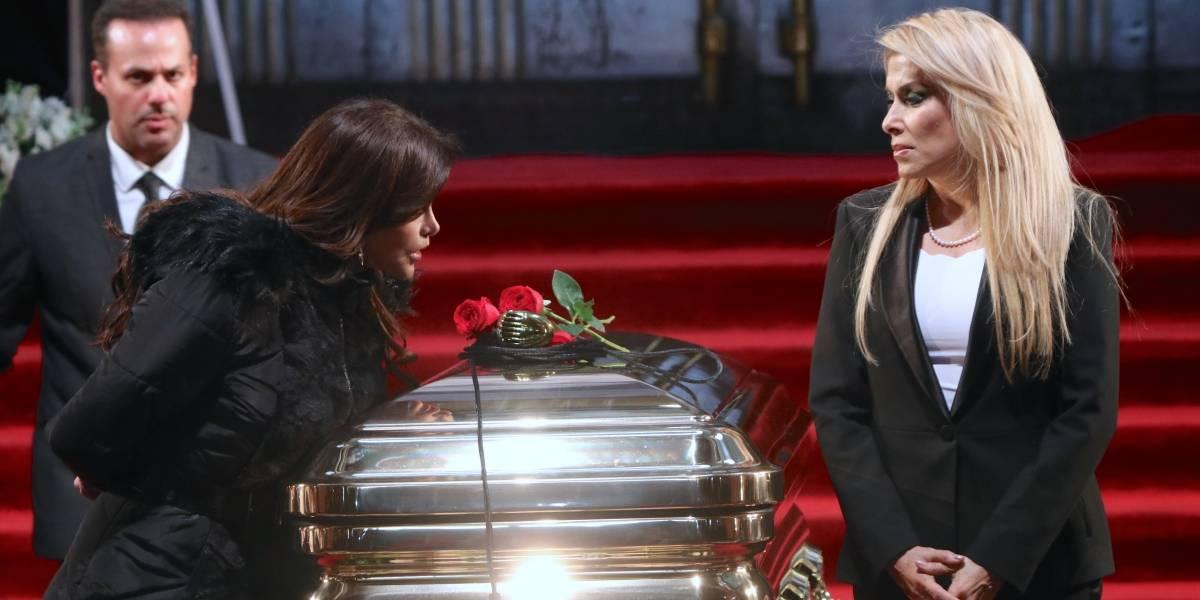 ¿Estaba el cuerpo en el ataúd bañado en oro?: las dudas que dejó el funeral de José José