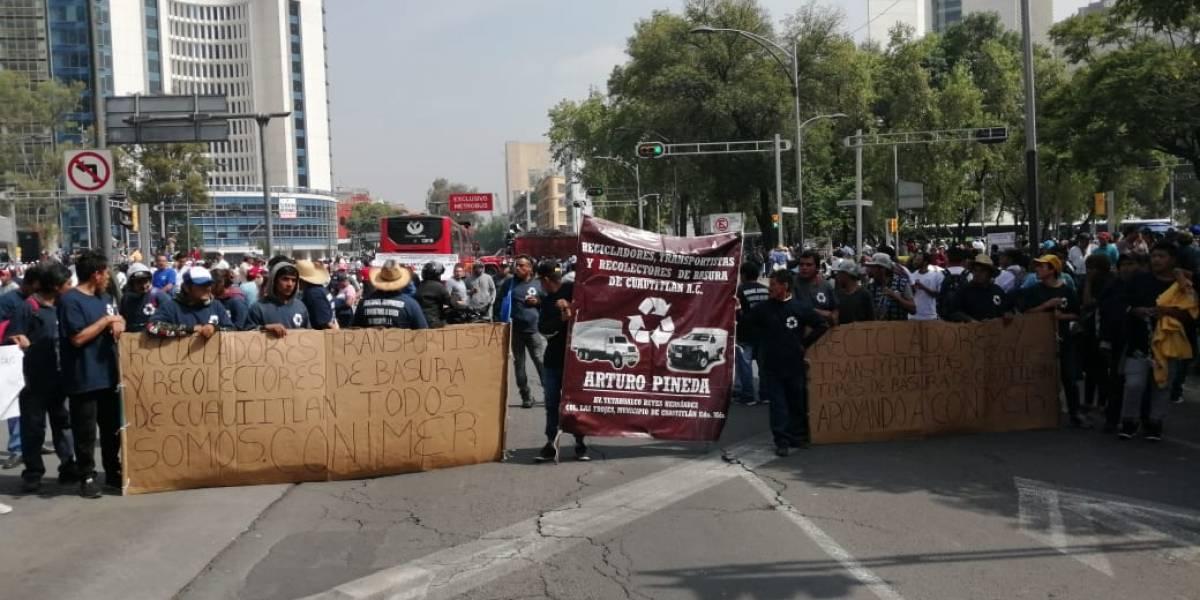 Recicladores protestan en el Senado y bloquean Insurgentes