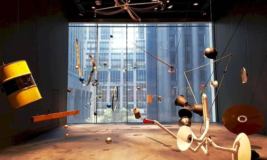 """Vista de la instalación de David Todor titulada """"Rainforest"""" este jueves en el ala David Geffen, una de las nuevas salas remodeladas del icónico museo de Arte Moderno de Nueva York (MoMa) EFE/Jorge Fuentelsaz"""
