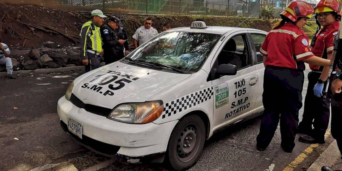 Pasajeros de taxi mueren tras ataque armado en zona 12