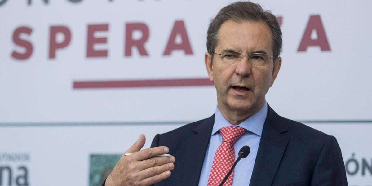 Promete Esteban Moctezuma mayor control de plazas en educación
