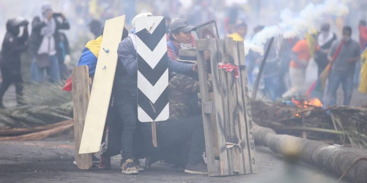 Policía denuncia posible toma de la Asamblea y Conaie que colocaron cables de alta tensión en en Centro de Quito