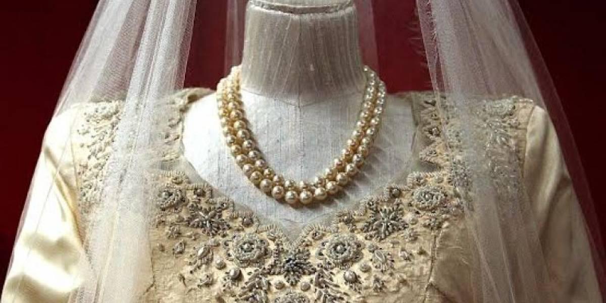 Lo compró con cupones: la historia del vestido de novia de la Reina Isabel II