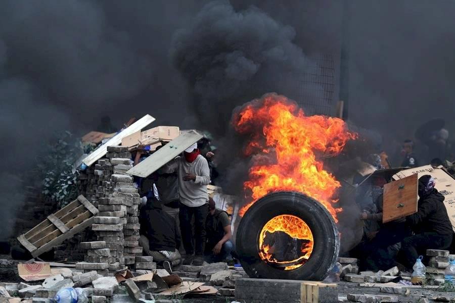 Pese a que el Ministerio del Interior afirma que ya son cuatro los muertos en el marco de las protestas, la Defensoría del Pueblo dice que son cinco EFE