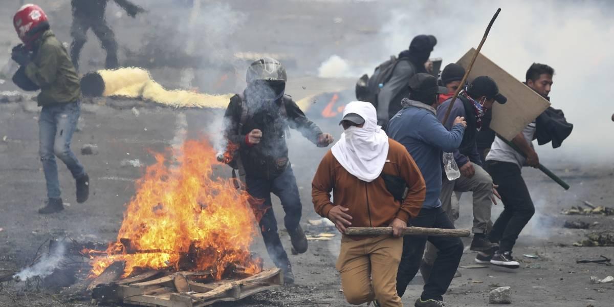 Ecuador: Cientos de manifestantes generan caos en Quito