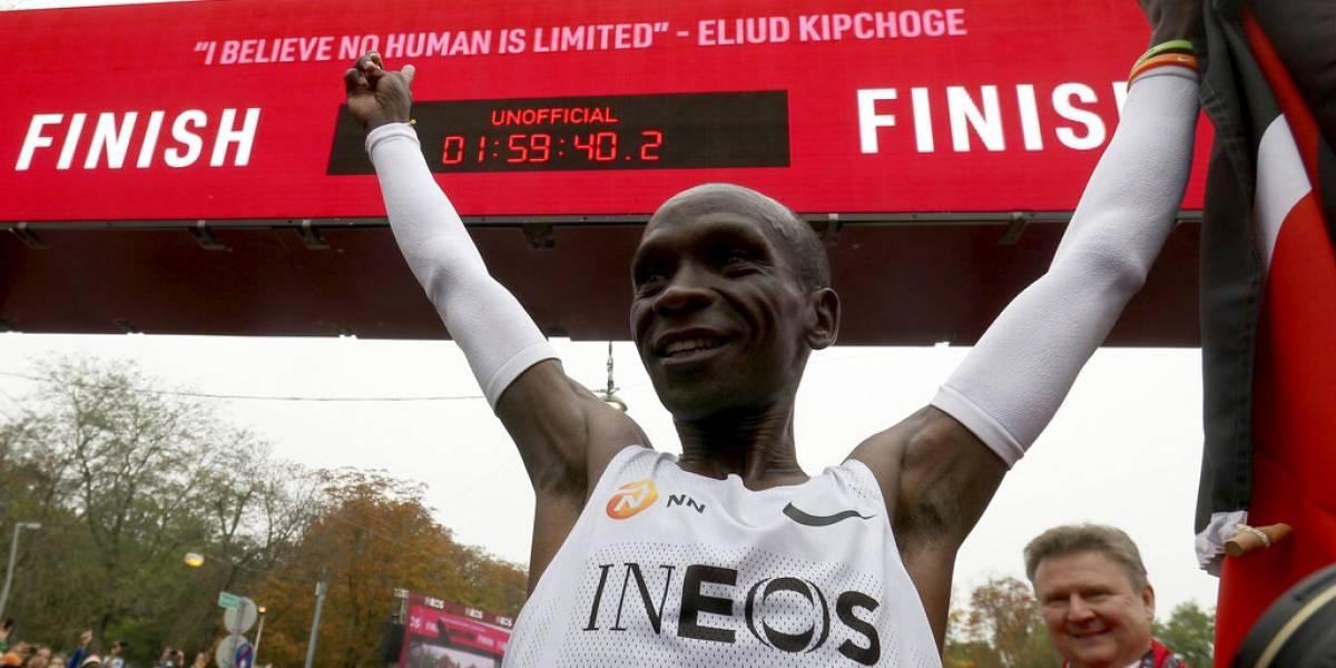 Eliud Kipchoge corrió una maratón en menos de dos horas pero su increíble récord no será oficial