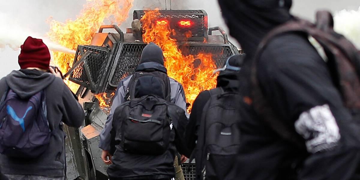 """Marcha """"Encuentro de dos mundos"""" finaliza con incidentes en la Alameda"""