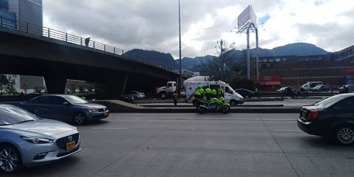 Mujer intenta quitarse la vida en puente de Bogotá