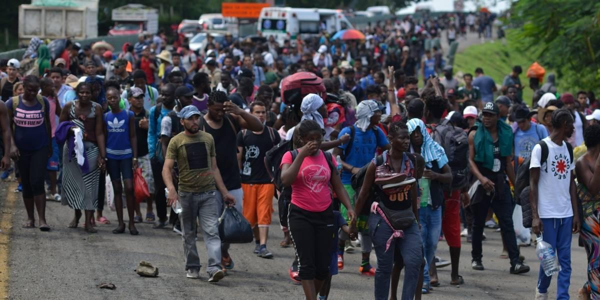 Marchan migrantes en caravana desde la frontera sur de México