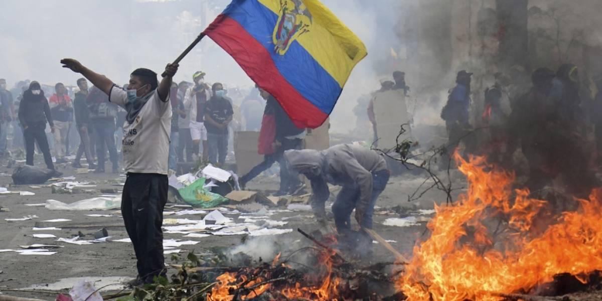 Moreno ordena toque de queda y militarización de Quito ante violentas protestas