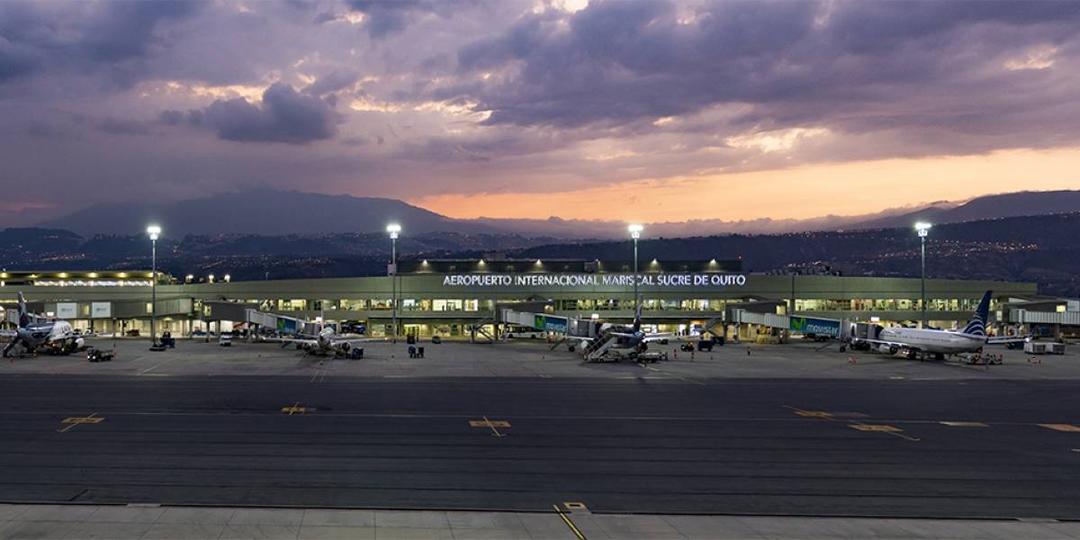 10 aerolíneas cancelan vuelos hacia y desde Quito