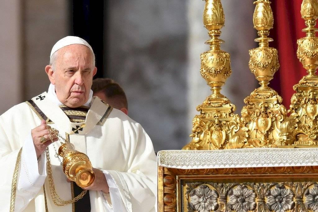 """¿Papa Francisco bendice a """"santos"""" equivocados?"""