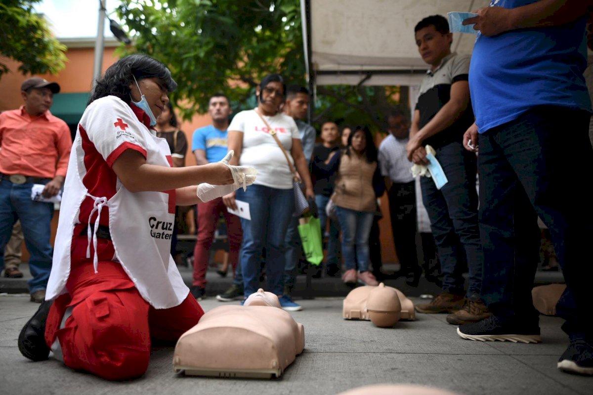 Diferentes instituciones llevaron a cabo actividades en el marco del Día internacional para la reducción de desastres, en el Paseo la Sexta, en la zona 1. Edwin Bercián