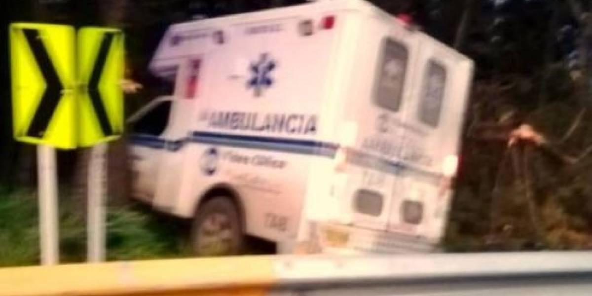Ambulancia que transportaba un herido se estrelló causándole la muerte