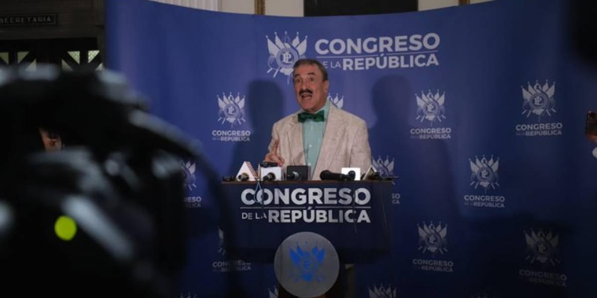 Diputado Linares presenta denuncia contra magistrados de la CC