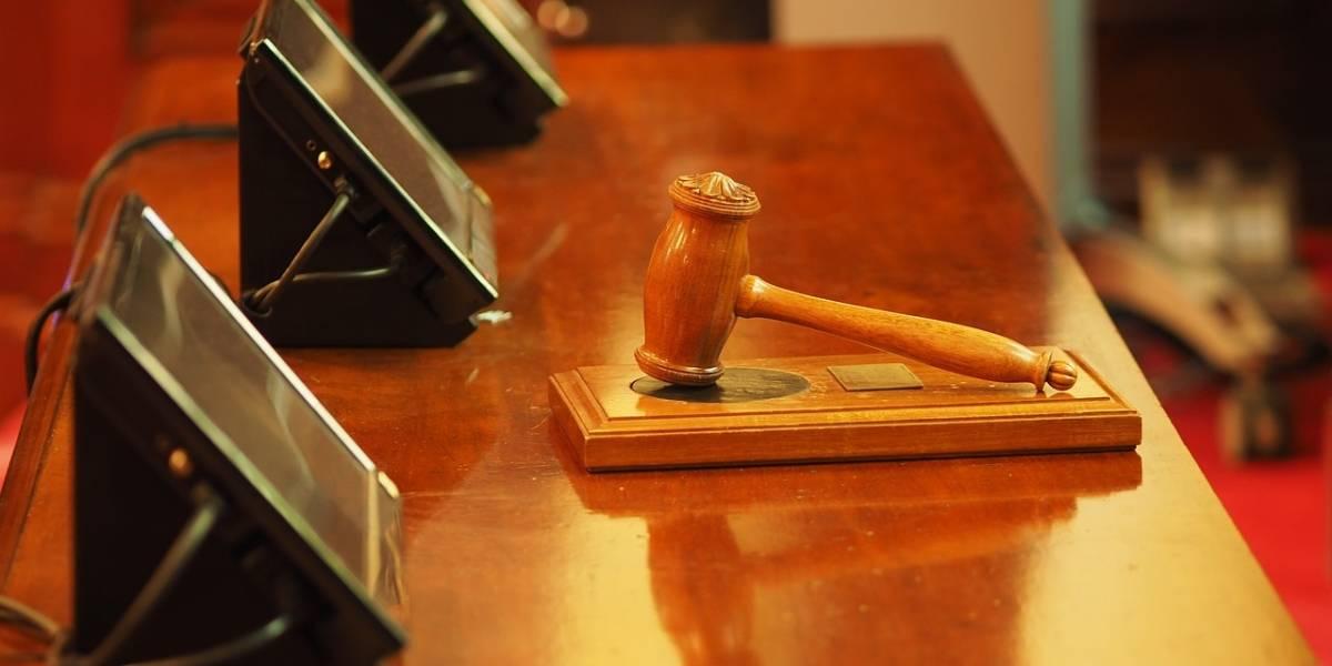 Idosa que esfaqueou filho dependente de álcool é inocentada pela Justiça