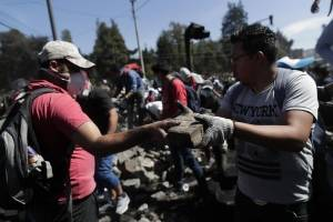 Comienza la limpieza de escombros en Quito tras el acuerdo entre Gobierno e indígenas