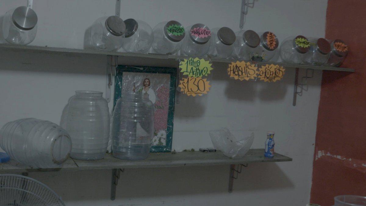 Recipientes vacios muestran donde se almacenaba la droga antes de su venta A&E