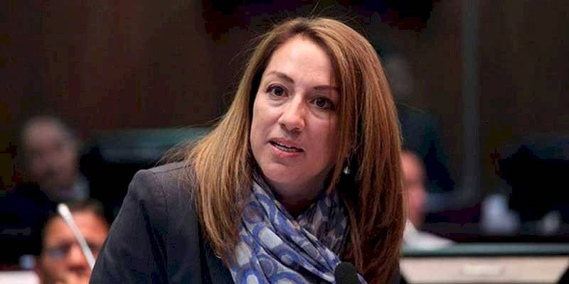Soledad Buendía está en la Embajada de México