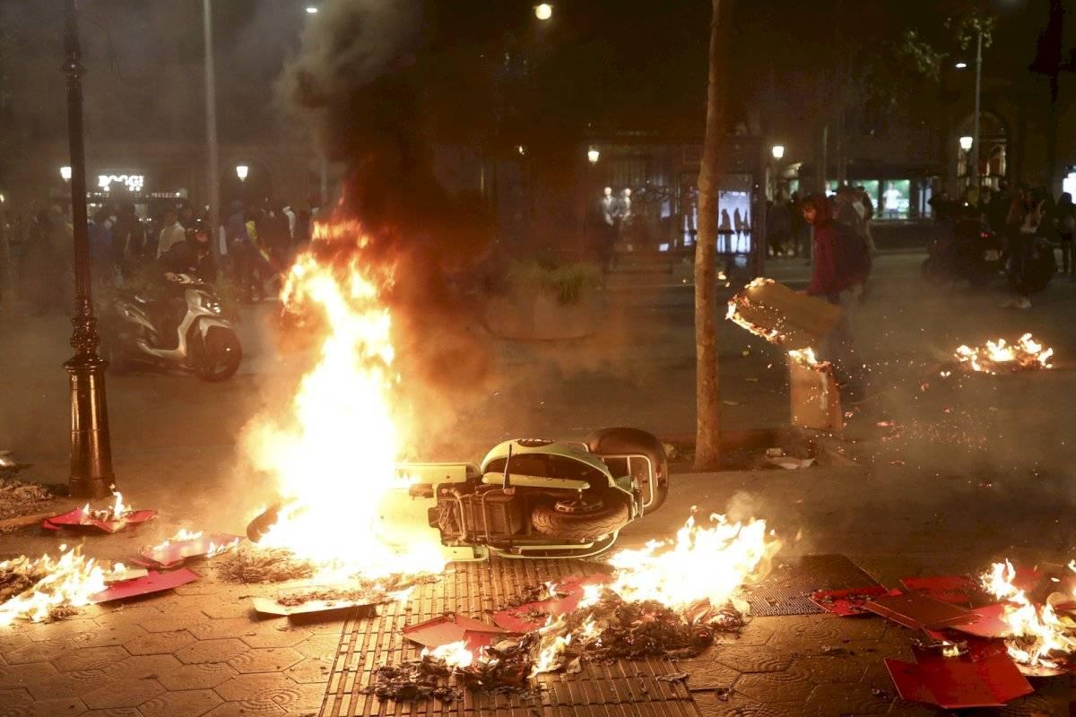 Cientos de personas bloquearon la Gran Vía de Barcelona para dirigirse al centro de la ciudad