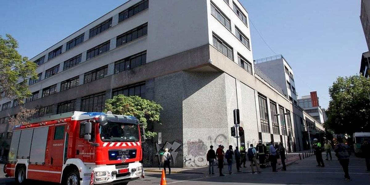 Incendio en el Instituto Nacional: Carabineros acusa a encapuchados de iniciar el fuego