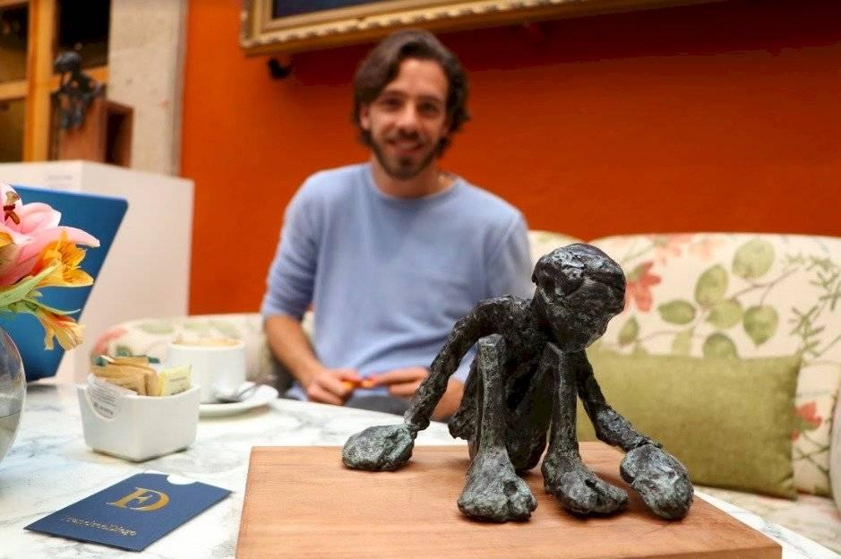 Francisco Diego es pintor y escultor