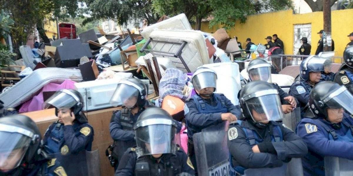 Detienen a 3 personas por agresión a policías durante desalojo