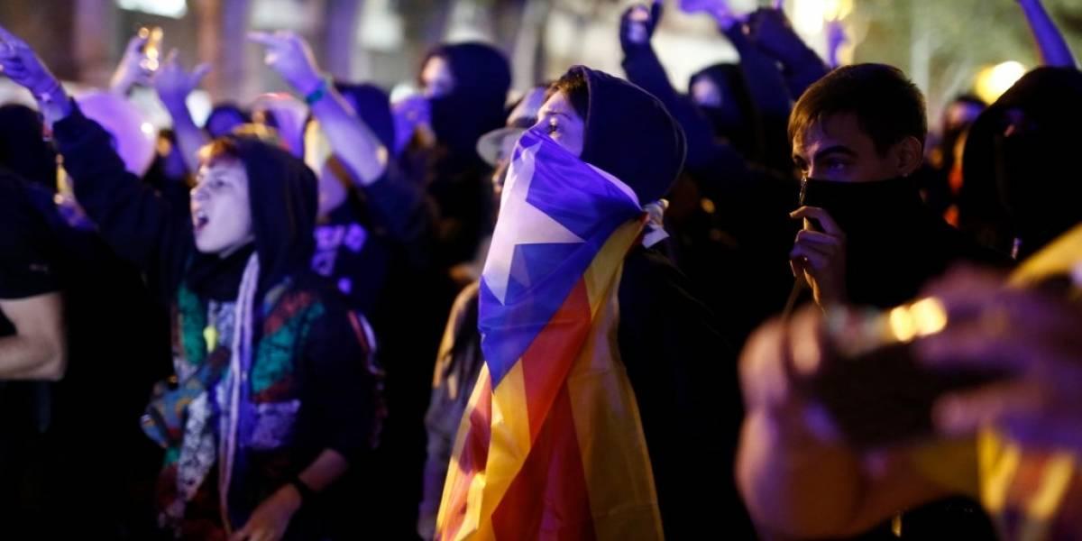 FOTOS. Nuevas protestas y enfrentamientos en Cataluña, tras condena a líderes independentistas