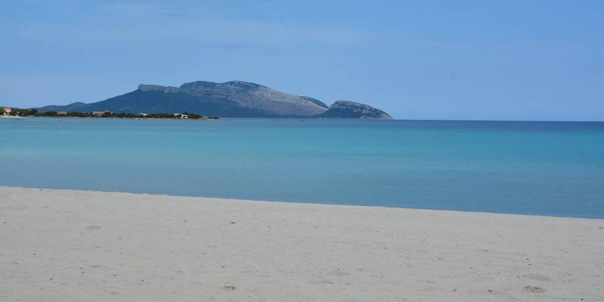 Praia de máscaras e horário agendado: as novas regras para banhistas na Itália