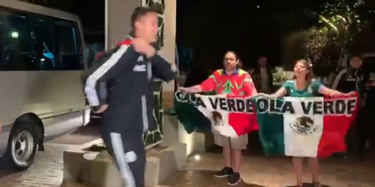 Aficionados mexicanos ignorados en Bermudas acuden al Estadio Azteca