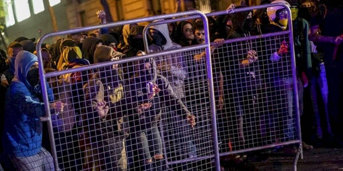 España mira a Cataluña tras dos días de protestas violentas
