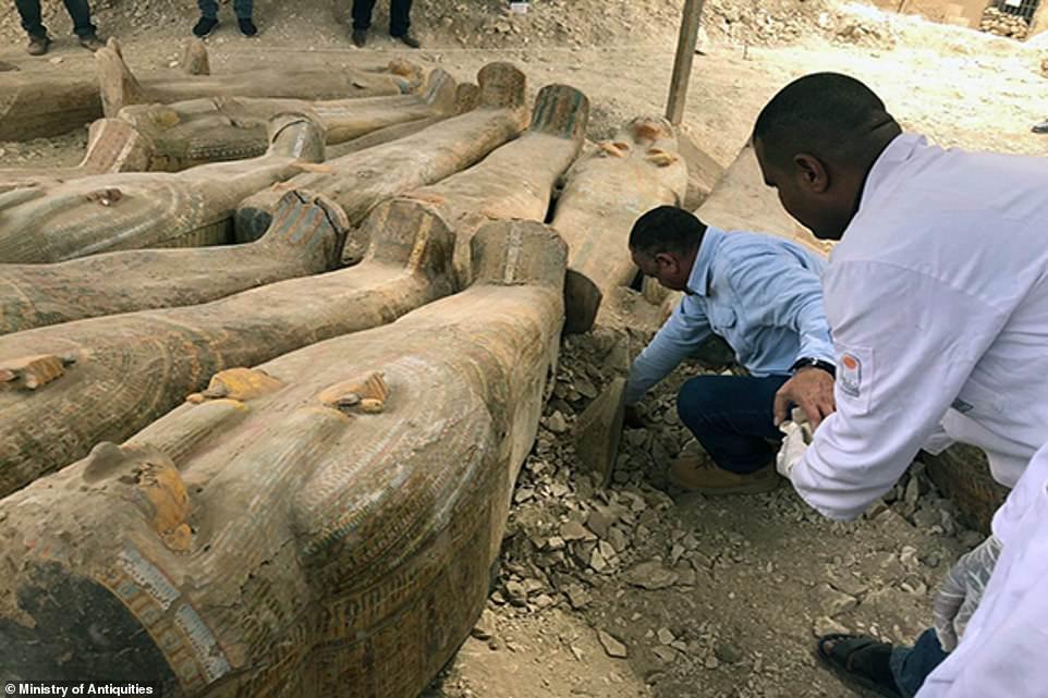 Arqueólogos encuentran 20 ataudes intactos en Egipto que pertenecieron a viejos sacerdotes