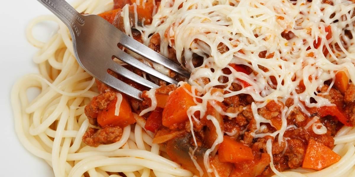O registro se tornou viral nas redes sociais: funcionária revela como são feitos o macarrão e o queijo em rede de fast food