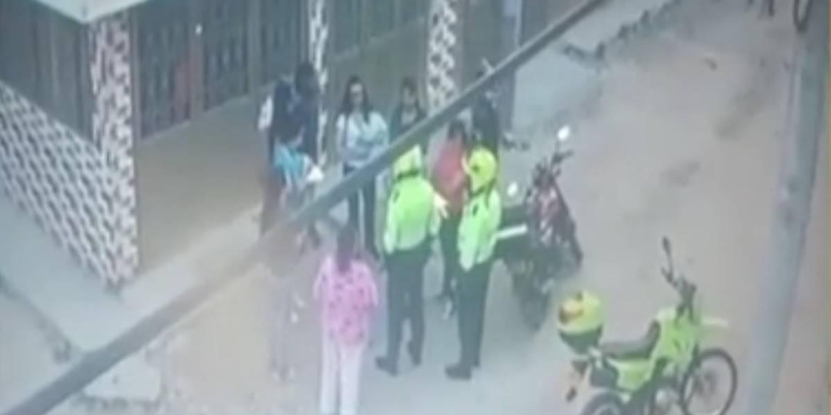(VIDEO) Mujer abandonó a recién nacida y la dejó tirada en un andén en Bogotá