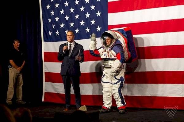La NASA publica los futuros trajes que utilizará para las misiones a la Luna en el 2024