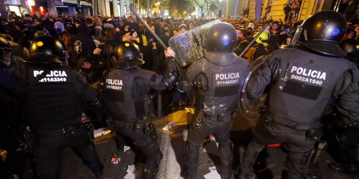 Más de 50 detenidos tras noche de protestas en Cataluña