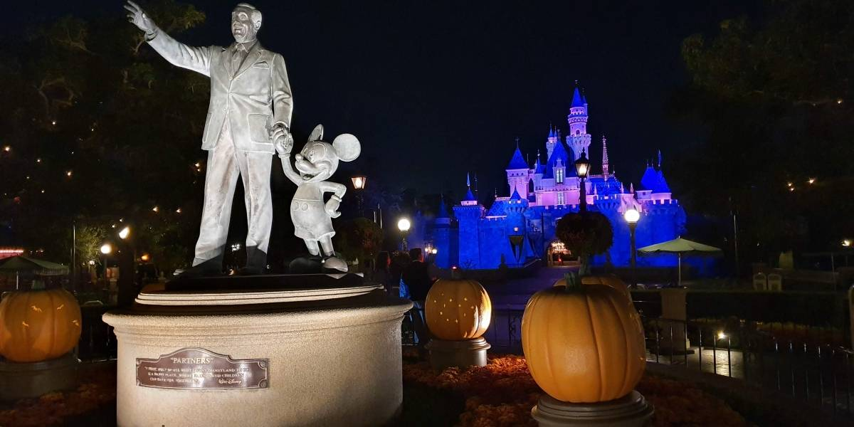 Terror y fantasía: Así se ve Disneyland vacío por la noche
