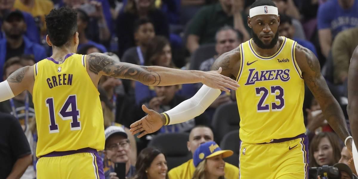 ¡El rey está de regreso! LeBron James sorprende con impresionante pase de fantasía