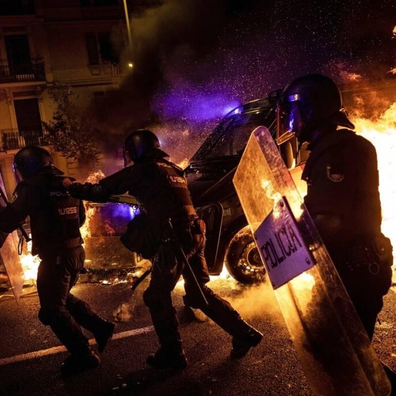 Al menos 35 heridos y 128 detenidos tras una marcha — Barcelona