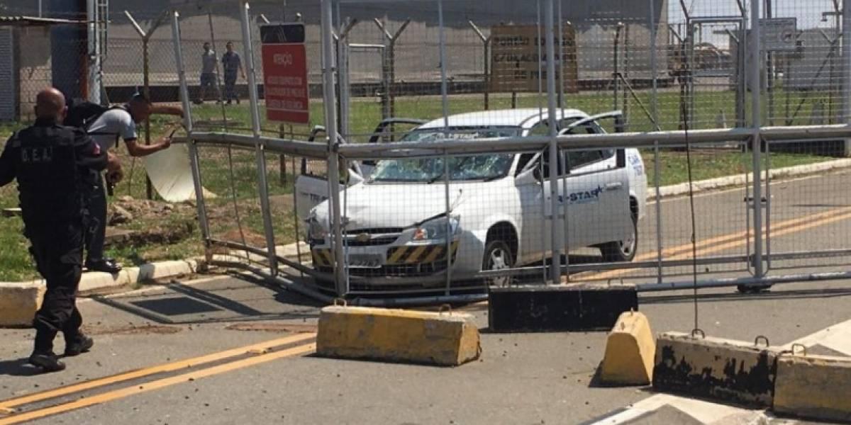Suspeito de assalto em aeroporto é morto após fazer família refém