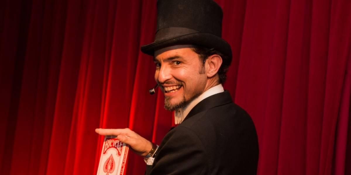 Mágico Maurício Dollenz conduz Festival de Humor do Teatro em São Paulo