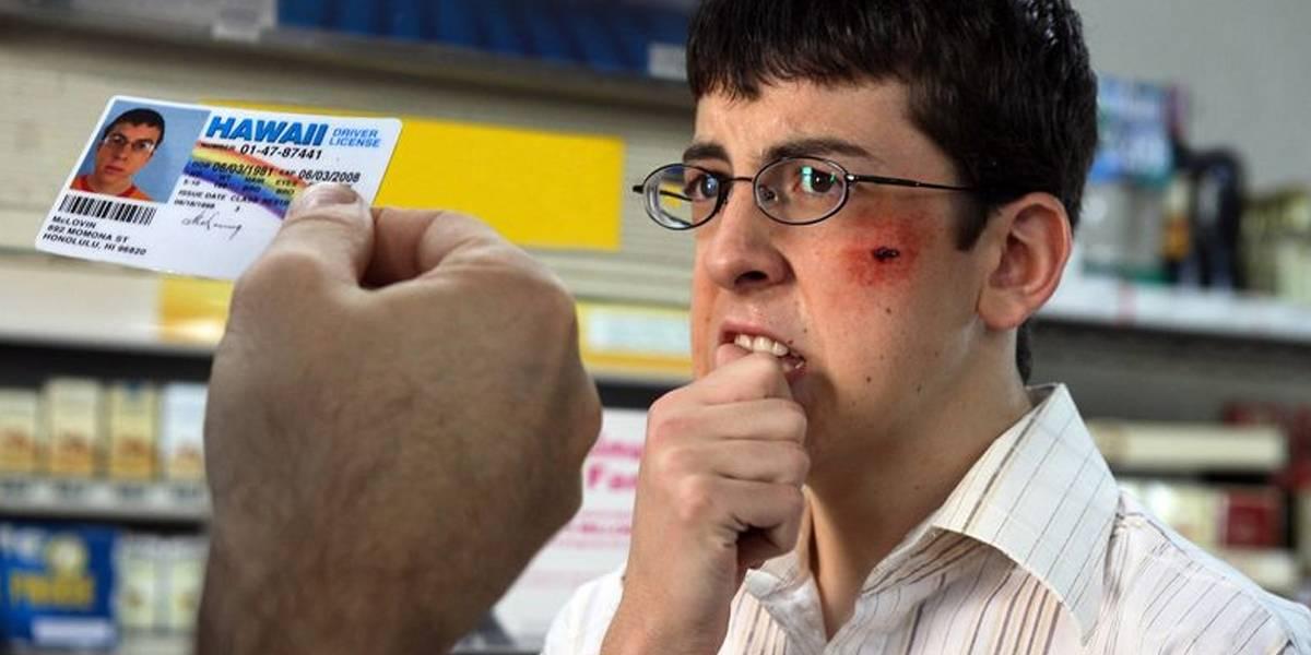 Menor de edad es arrestado por usar una identificación de McLovin y se vuelve viral