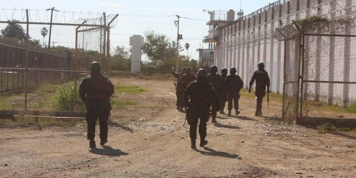 Destituyen a director de penal en Culiacán tras fuga de reos