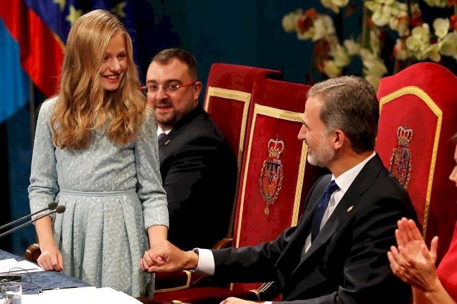 """""""Hoy es un día muy importante en mi vida y que he esperado con mucha ilusión"""", afirmó la princesa, de 13 años, en su intervención, en la que felicitó y agradeció el trabajo de los premiados, """"los protagonistas de este acto"""". EFE"""